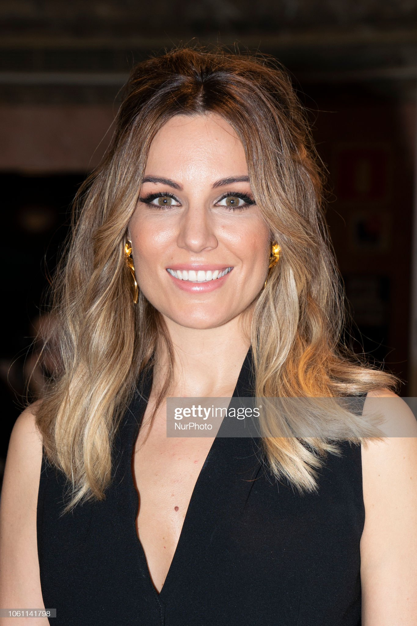 COLOR DE OJOS (clasificación y debate de personas famosas) Singer-singer-edurne-attends-the-presentation-of-historias-de-by-in-picture-id1061141798?s=2048x2048