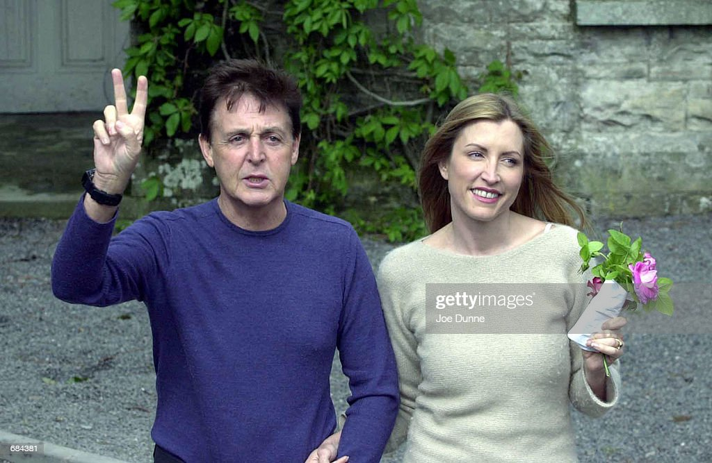 Paul McCartney and Heather Mills at Castle Leslie : News Photo