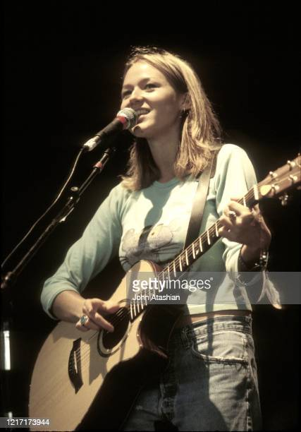 Singer, songwriter, actress, and poet, Jewel Kilcher is shown performing on stage during a concert appearance on August 16, 2000.