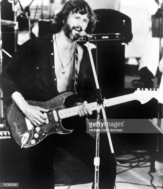 Singer songwriter and actor Kris Kristofferson performs onstage in a scene from the movie 'A Star Is Born' in 1976 in Arizona