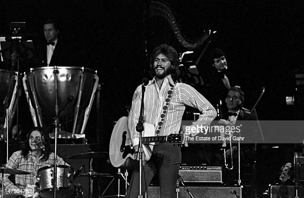 Singer songwriter and member of the musical group the Bee Gees Barry Gibb performs on March 21 1973 at a television concert at the Banana Fish...