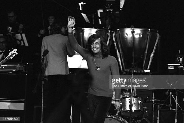 Singer songwriter and member of the musical group the Bee Gees Robin Gibb performs on March 21 1973 at a television concert at the Banana Fish...