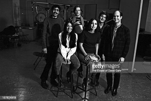 Singer songwriter Buffy SainteMarie and the Jim Kwenskin Jug Band pose for a portrait together on March 2 1966 in the recording studios of Vanguard...