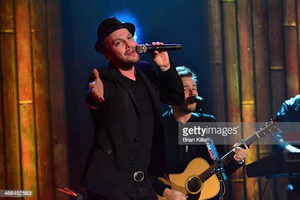 Singer / songwriter Gavin DeGraw and guitarist Billy Norris perform during VH1's Super Bowl Blitz Six Nights Six Concerts at The Wellmont Theatre on...