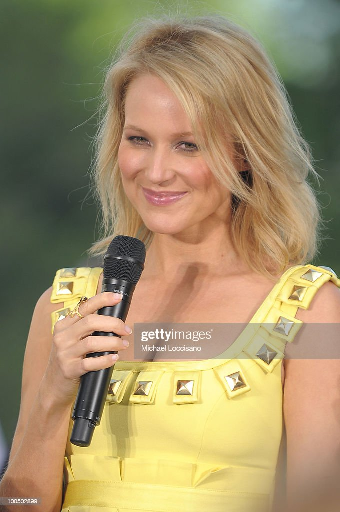 Singer songwriter Jewel peforms on CBS' The Early Show Summer Concert Series at the CBS Early Show Studio Plaza on May 25, 2010 in New York City.
