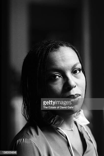 Singer songwriter Roberta Flack poses for a portrait at home on October 10 1977 in New York City New York