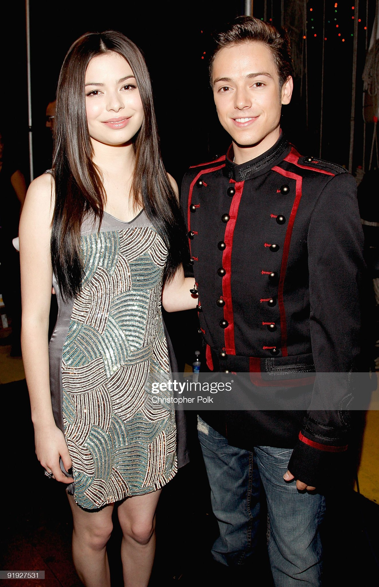 ¿Cuánto mide A.B Abraham Quintanilla III? - Altura - Real height Singer-speewee-and-actress-miranda-cosgrove-arrive-at-the-los-premios-picture-id91927531?s=2048x2048