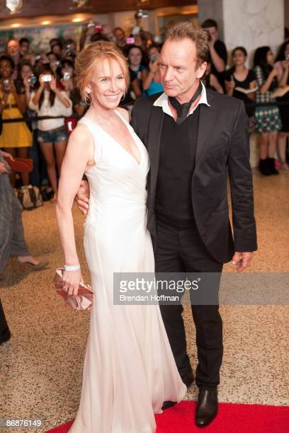 Singer Sting and wife Trudie Styler arrive at the White House Correspondents' Association dinner on May 9 2009 in Washington DC This year the annual...