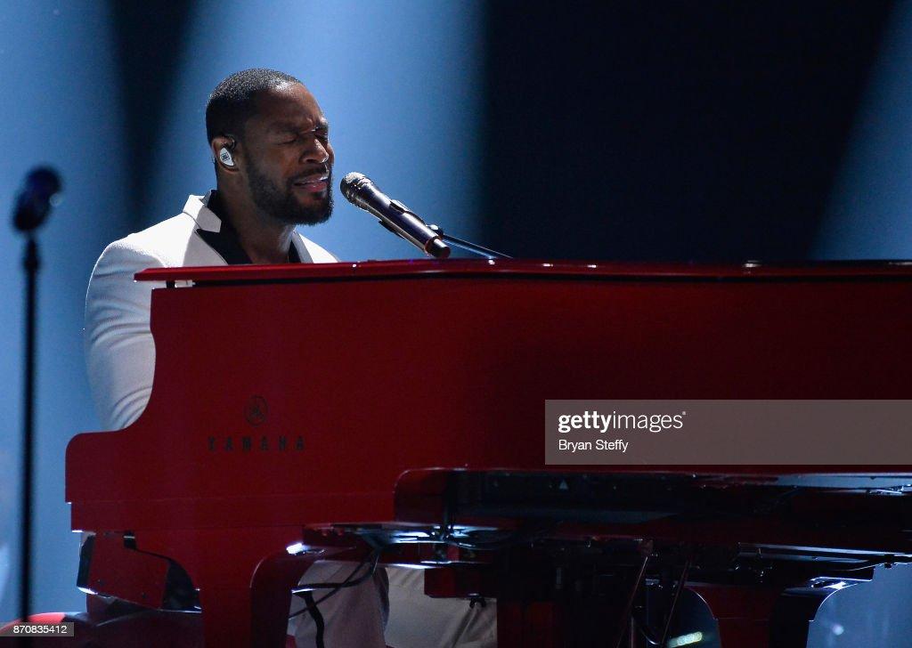 2017 Soul Train Music Awards - Show : News Photo