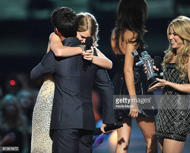 Singer Taylor Swift accepts an award from actor Taylor Lautner and singer Shakira onstage during the 2009 MTV Video Music Awards at Radio City Music...