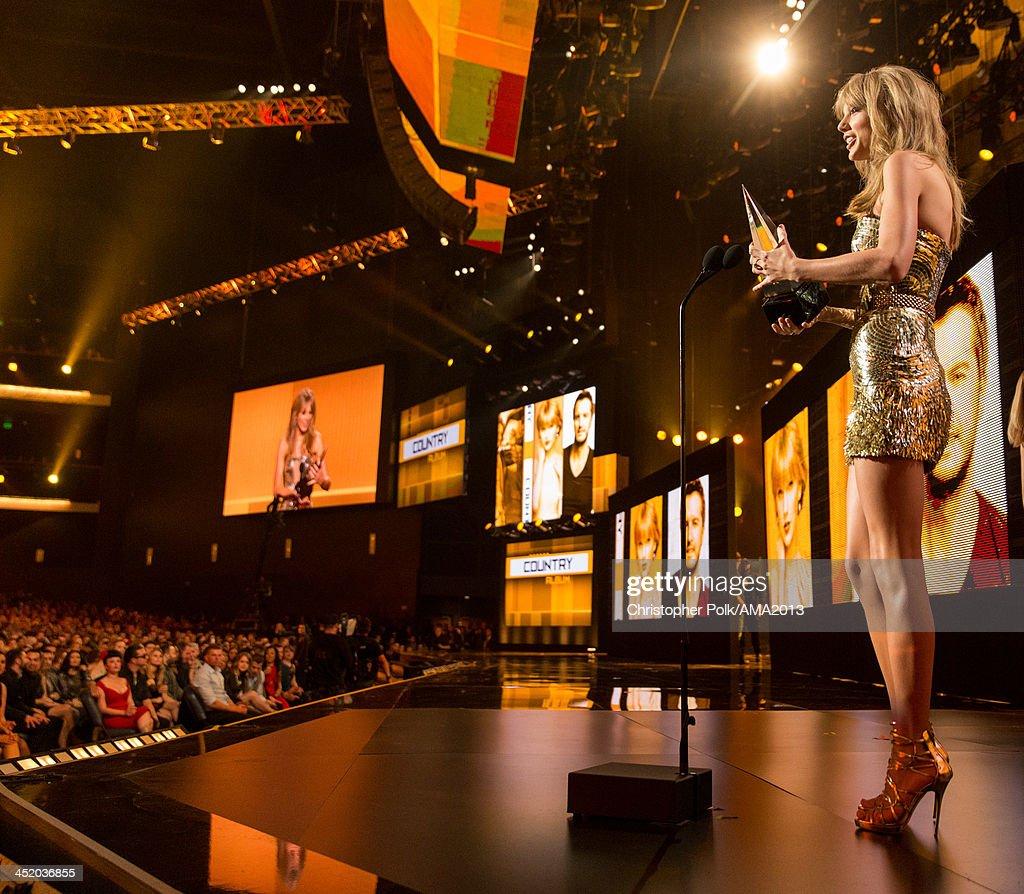 2013 American Music Awards - Roaming Show : News Photo