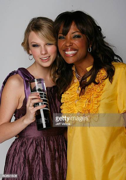 LOS ANGELES CA APRIL 27 Singer Taylor Swift and actress Aisha Tyler pose for their portrait at Hollywood Life Magazines 10th Annual Young Hollywood...