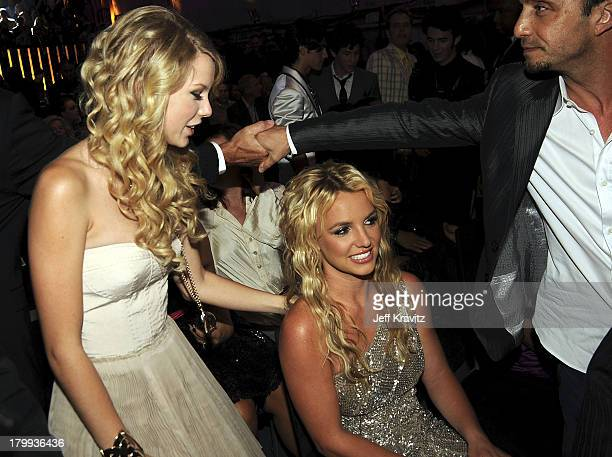 Singer Taylor Swift and Singer Britney Spears at the 2008 MTV Video Music Awards at Paramount Pictures Studios on September 7 2008 in Los Angeles...