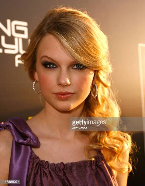 Singer Taylor Swift arrives at Hollywood Life Magazine's 10th Annual Young Hollywood Awards at the Avalon on April 27 2008 in Los Angeles California