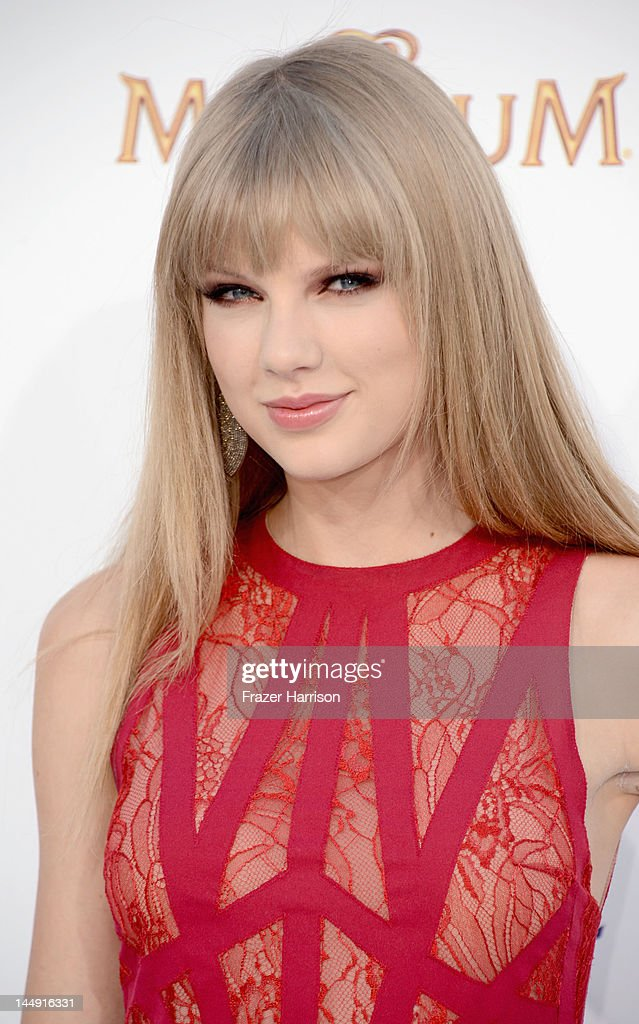 2012 Billboard Music Awards - Arrivals : News Photo