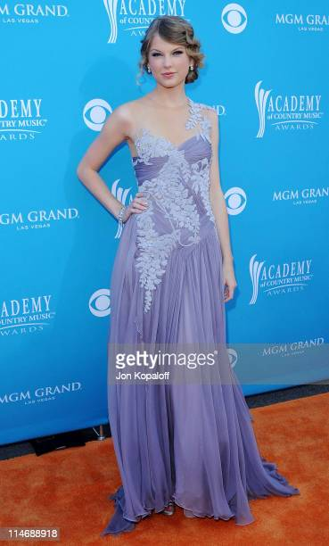 Singer Taylor Swift arrives at the 45th Annual Academy Of Country Music Awards at the MGM Grand Garden Arena on April 18, 2010 in Las Vegas, Nevada.