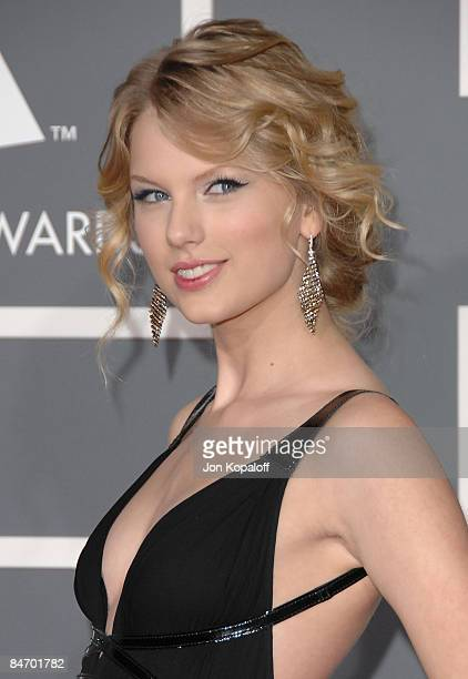 Singer Taylor Swift arrives at the 51st Annual Grammy Awards at the Staples Center on February 8 2009 in Los Angeles California