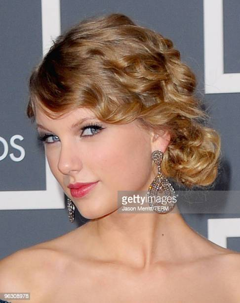 Singer Taylor Swift arrives at the 52nd Annual GRAMMY Awards held at Staples Center on January 31 2010 in Los Angeles California
