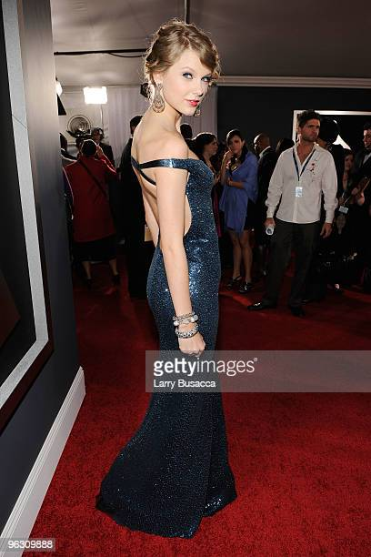 Singer Taylor Swift arrives at the 52nd Annual GRAMMY Awards held at Staples Center on January 31, 2010 in Los Angeles, California.
