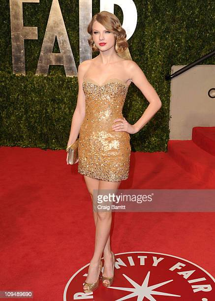 Singer Taylor Swift arrives at the Vanity Fair Oscar party hosted by Graydon Carter held at Sunset Tower on February 27 2011 in West Hollywood...