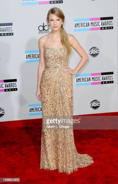 Singer Taylor Swift arrives for the 2011 American Music Awards held at Nokia Theater at L.A. Live on November 20, 2011 in Los Angeles, California.