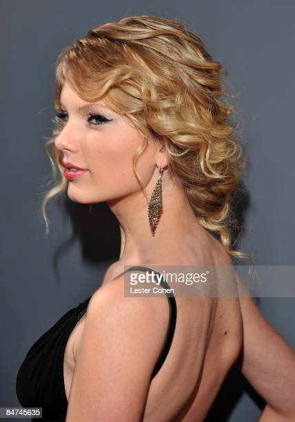 Singer Taylor Swift arrives to the 51st Annual GRAMMY Awards held at the Staples Center on February 8 2009 in Los Angeles California