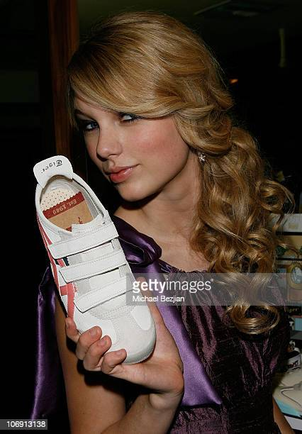 Singer Taylor Swift at Hollywood Life Magazine�s 10th Annual Young Hollywood Awards at the Avalon on April 27 2008 in Los Angeles California...
