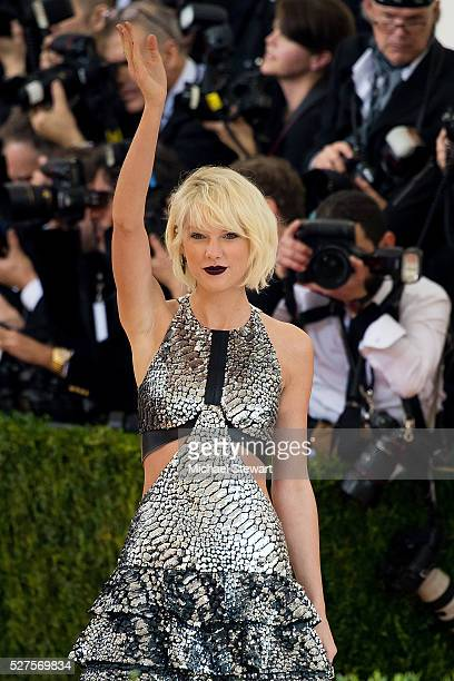 Singer Taylor Swift attends 'Manus x Machina Fashion in an Age of Technology' Costume Institute Gala at Metropolitan Museum of Art on May 2 2016 in...
