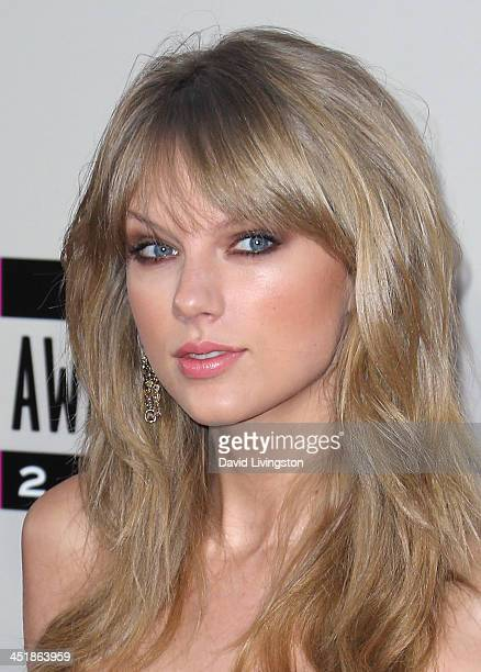 Singer Taylor Swift attends the 2013 American Music Awards at Nokia Theatre LA Live on November 24 2013 in Los Angeles California