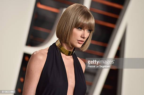 Singer Taylor Swift attends the 2016 Vanity Fair Oscar Party Hosted By Graydon Carter at the Wallis Annenberg Center for the Performing Arts on...