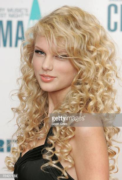 Singer Taylor Swift attends the 40th Annual CMA Awards at the Gaylord Entertainment Center November 6 2006 in Nashville Tennessee