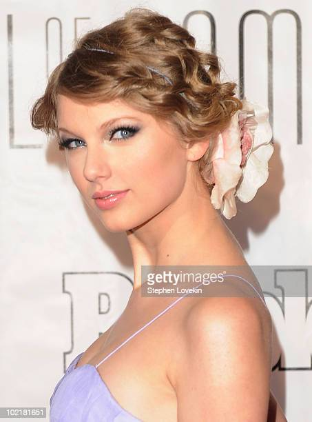 Singer Taylor Swift attends the 41st annual Songwriters Hall of Fame at The New York Marriott Marquis on June 17 2010 in New York City