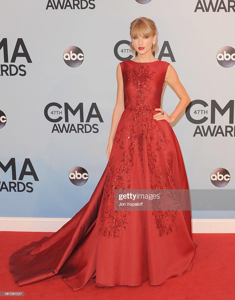 47th Annual CMA Awards - Arrivals : News Photo
