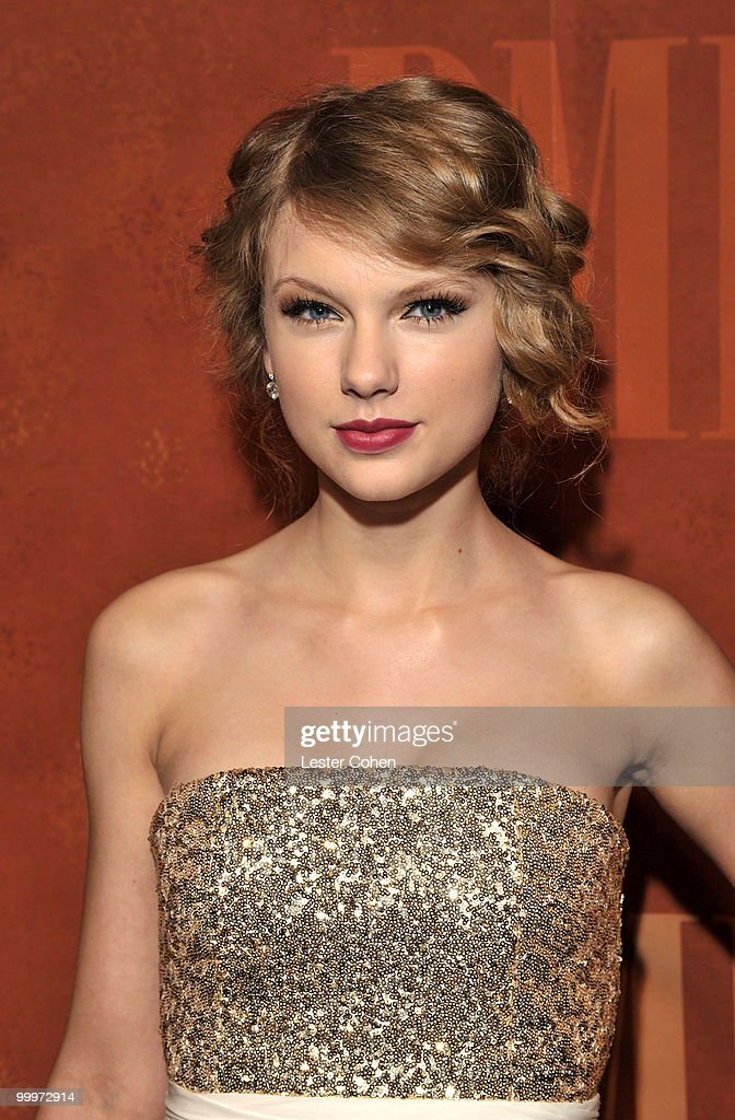 Singer Taylor Swift attends the 58th Annual BMI Pop Awards held at the Beverly Wilshire Hotel on May 18, 2010 in Beverly Hills, California.