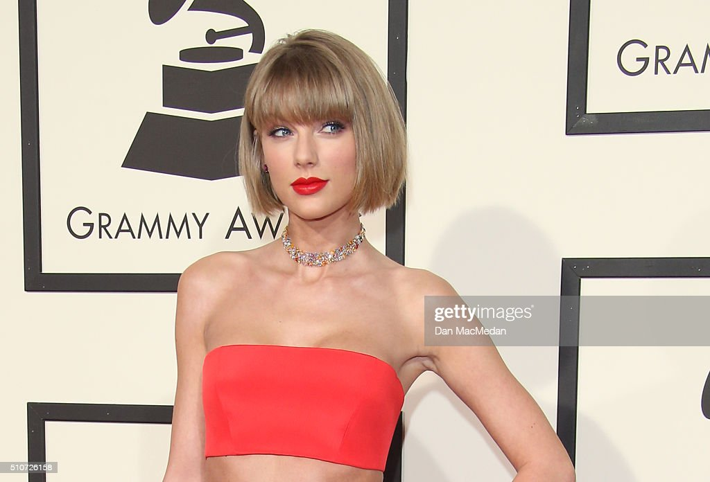 The 58th GRAMMY Awards - Arrivals : ニュース写真