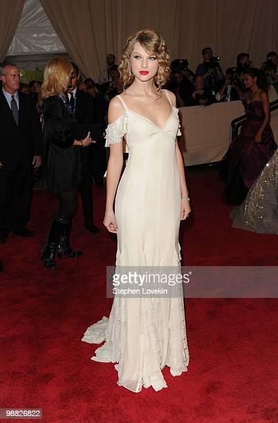 810 Met Gala Taylor Swift Photos And Premium High Res Pictures Getty Images