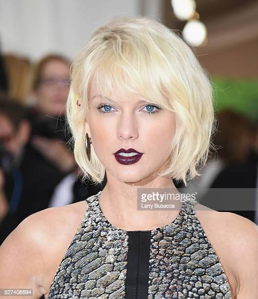 Singer Taylor Swift attends the Manus x Machina Fashion In An Age Of Technology Costume Institute Gala at Metropolitan Museum of Art on May 2 2016 in...