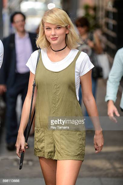 Singer Taylor Swift leaves her Tribeca apartment on August 31 2016 in New York City
