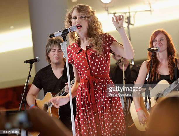 Singer Taylor Swift performs live for JetBlue Airways at JFK Airport on October 27, 2010 in New York City.