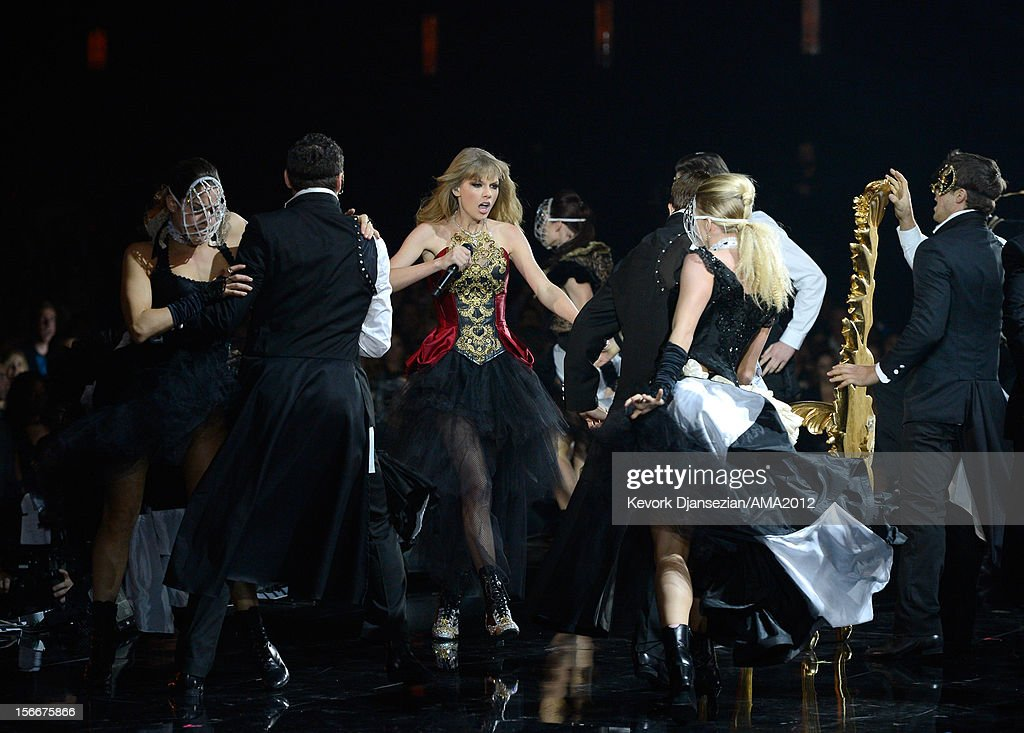 Singer Taylor Swift (C) performs onstage during the 40th American Music Awards held at Nokia Theatre L.A. Live on November 18, 2012 in Los Angeles, California.