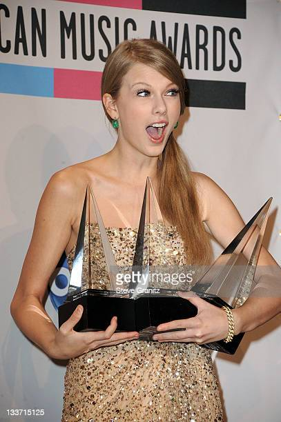 Singer Taylor Swift poses in the press room at the 2011 American Music Awards held at Nokia Theatre L.A. LIVE on November 20, 2011 in Los Angeles,...