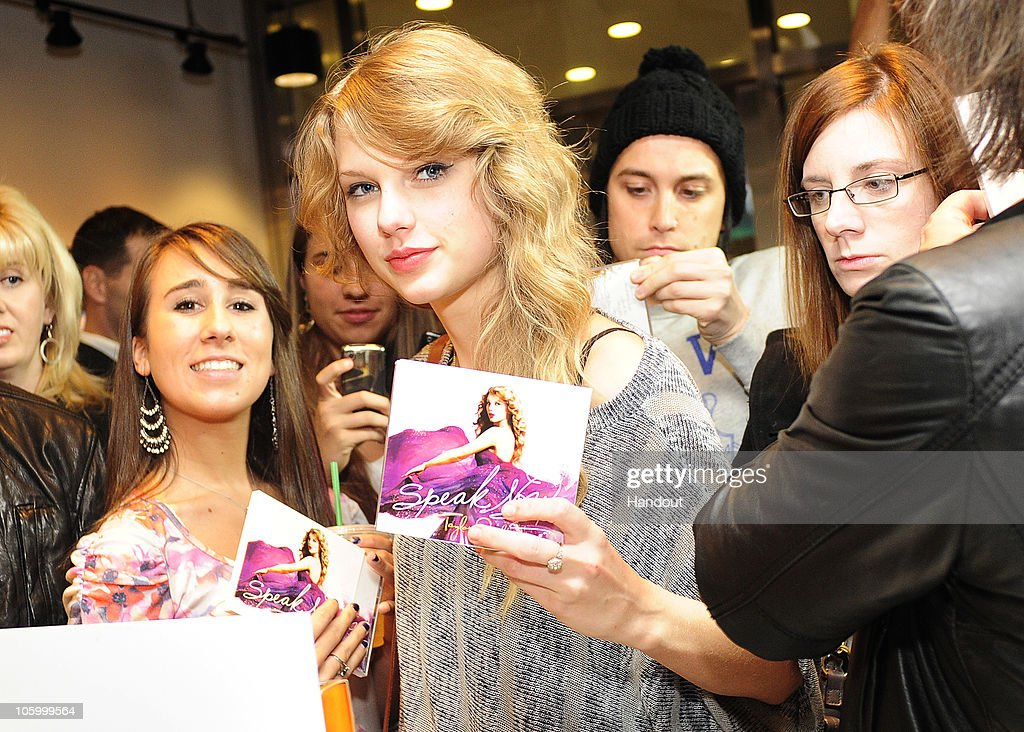 Taylor Swift Promotes Her New Album : News Photo