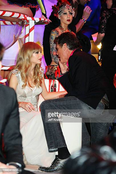 Singer Taylor Swift speaks with David Hasselhoff at the MTV EMA's 2012 at Festhalle Frankfurt on November 11, 2012 in Frankfurt am Main, Germany.
