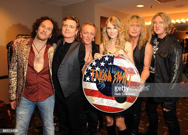 Singer Taylor Swift Vivian Campbell, Rick Allen, Phil Collen, Rick Savage and Joe Elliott of Def Leppard attend the 2009 CMT Music Awards at the...