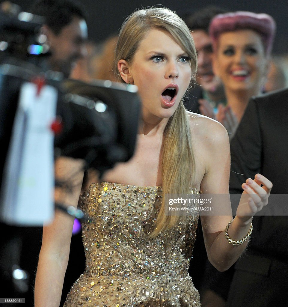 Singer Taylor Swift wins Artist of the Year award at the 2011 American Music Awards held at Nokia Theatre L.A. LIVE on November 20, 2011 in Los Angeles, California.