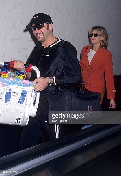Singer Tim McGraw singer Faith Hill and daughter Gracie McGraw from Nashville Tennessee on November 17 1997 at the Los Angeles International Airport...