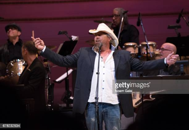Singer Toby Keith performs during a tribute concert honoring Jimmy Webb at Carnegie Hall on May 3 2017 in New York City