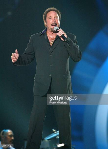 Singer Tom Jones peforms on stage at the 7th Annual VH1 Divas Concert Benefiting The Save The Music Foundation at the MGM Grand Garden Arena April 18...