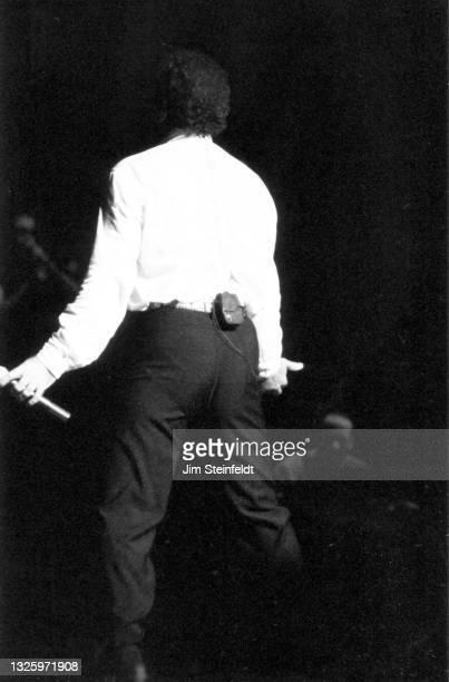Singer Tom Jones performs at the Thousand Oaks Art Center in Thousand Oaks, California on January 18, 1996.