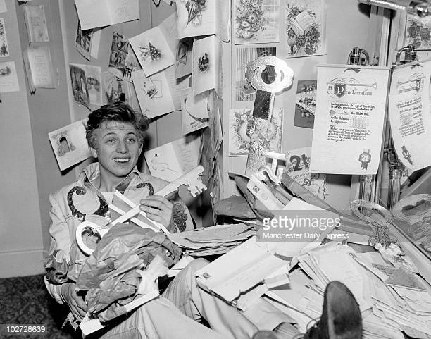 Singer Tommy Steele b1936 Tommy Steele will appear in the Royal Court Theatre pantomime Goldilocks and the three bears'